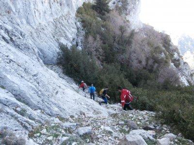 数百名ViñuelasCazorla徒步旅行8小时
