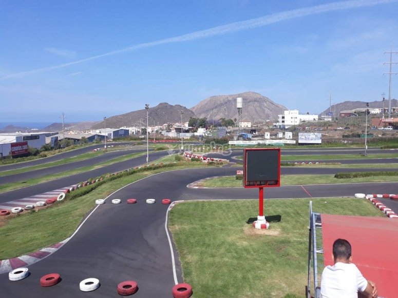 Circuito de karts con 8 metros de ancho