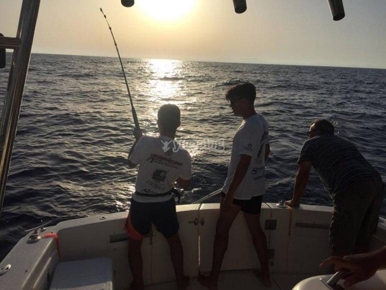 pescando al amanecer