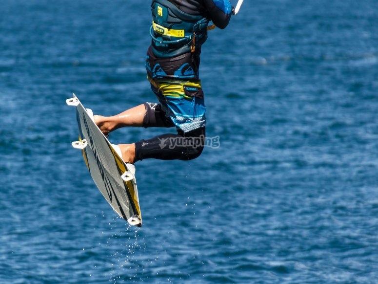 跳风筝冲浪