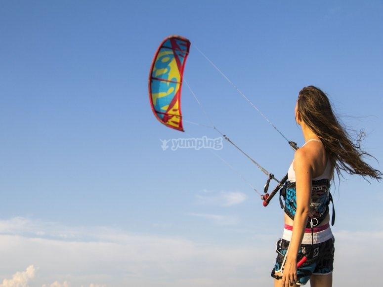 控制风筝的女孩