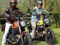 路线海和山驾驶复古摩托车