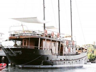 经典帆船游览PuertodeMálaga1小时