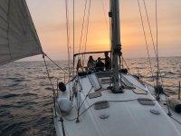 puesta de sol en el velero