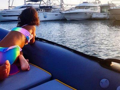 Barca senza titolo a Maiorca per famiglie 8 ore