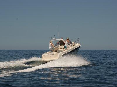 Barco para despedidas en Pasajes con banana boat
