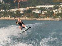 Sintiendo la adrenalina en wakeboard