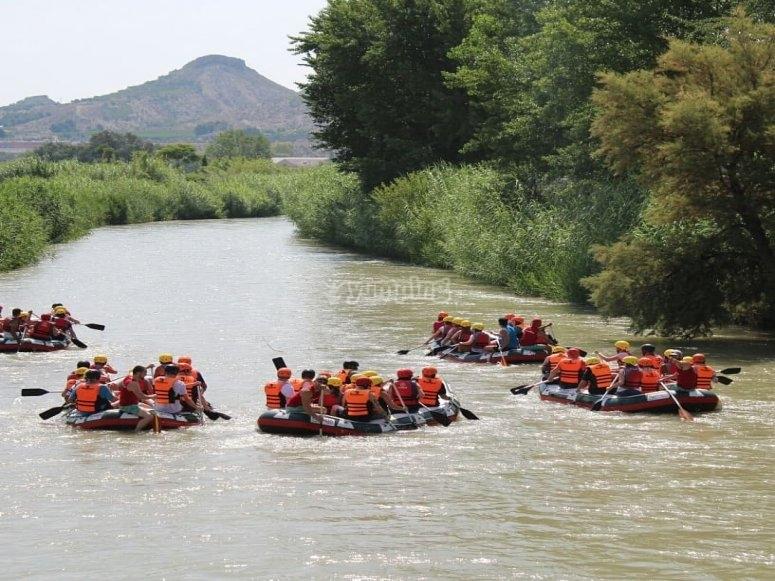barcas por el rio