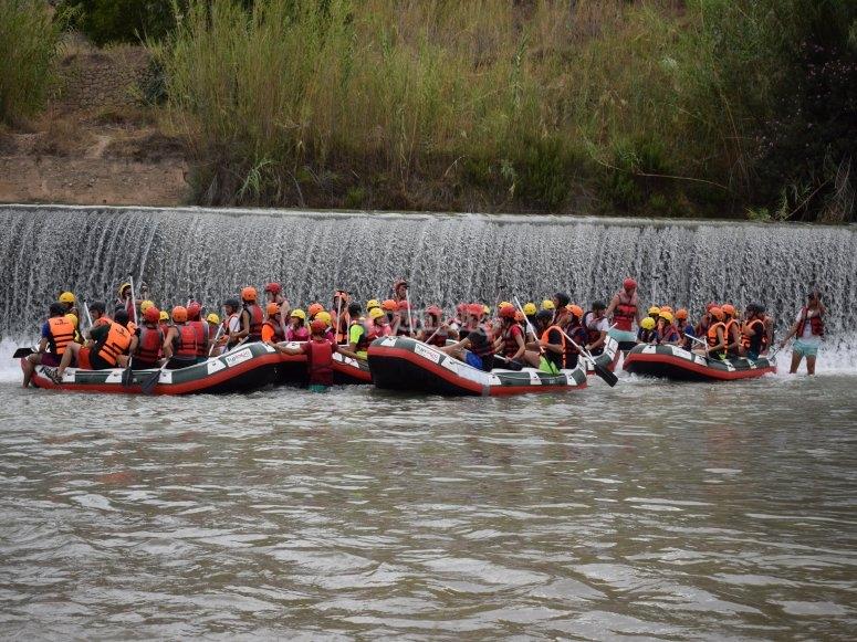 grupo de rafting en colegios