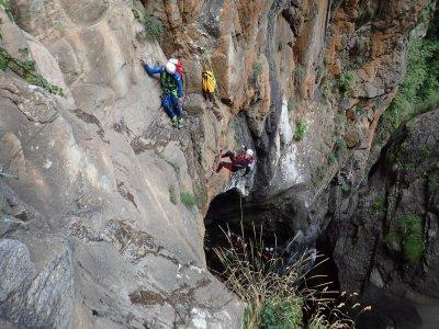 整天在Núria进行高级峡谷探险