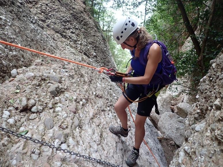 12米长的蒙特塞拉特山沟
