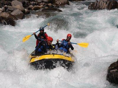 漂流儿童Jánovas峡谷和Boltaña