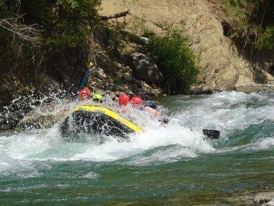 从Campo区14公里处的筏子中的Esera下降