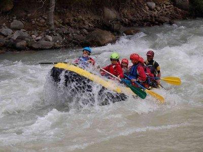 在埃塞拉河(Esera River)漂流,绵延28公里,儿童食物
