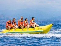 Listos para disfrutar de un recorrido en banana boat