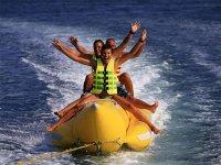 在香蕉船上玩乐