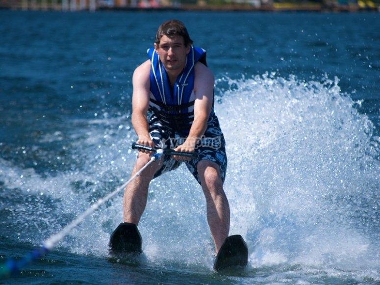 Esqui acuatico a toda velocidad
