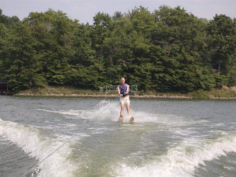 Sesion de esqui acuatico