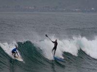 Coger olas con tabla de paddle surf