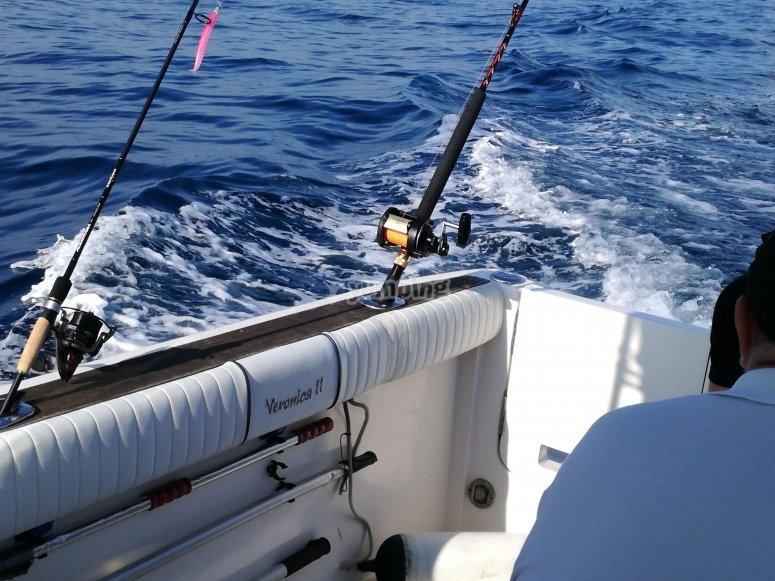 Portacanas en la embarcacion de pesca