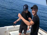 Chavales pescando en Alicante