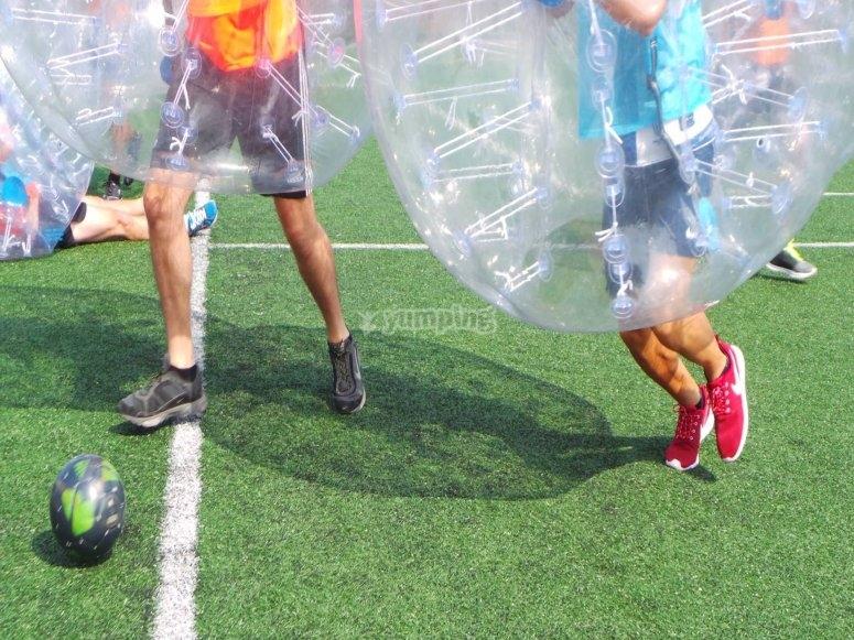 足球与泡沫