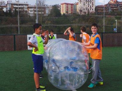 Cumple en San Sebastian y partida de bubble fútbol