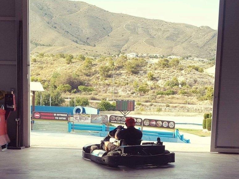 Kart saliendo a la pista