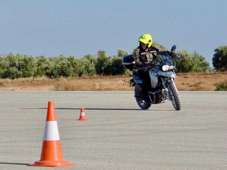 Precisione e autonomia del motociclista