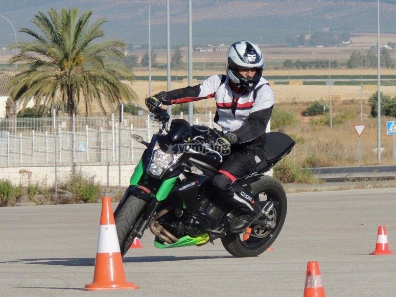 Guida la motocicletta