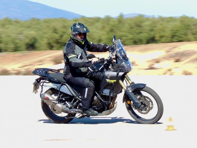 在我们的摩托车上加速