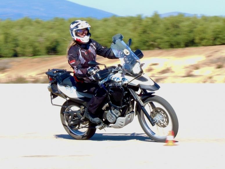 Godere di un circuito motociclistico