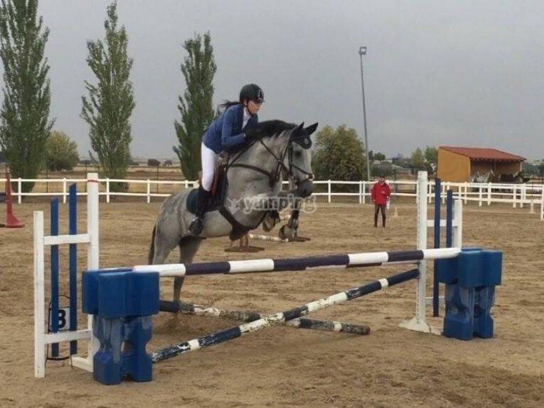 Aprende a montar a caballo en Madrid