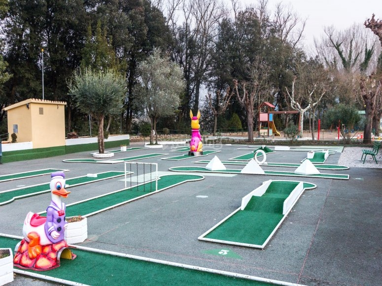 Mini golf de 18 agujeros