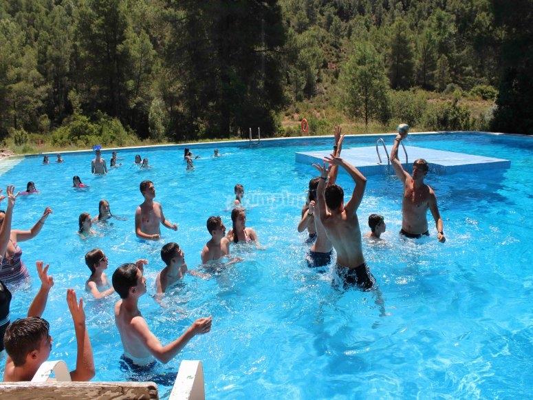 Diversion en la piscina