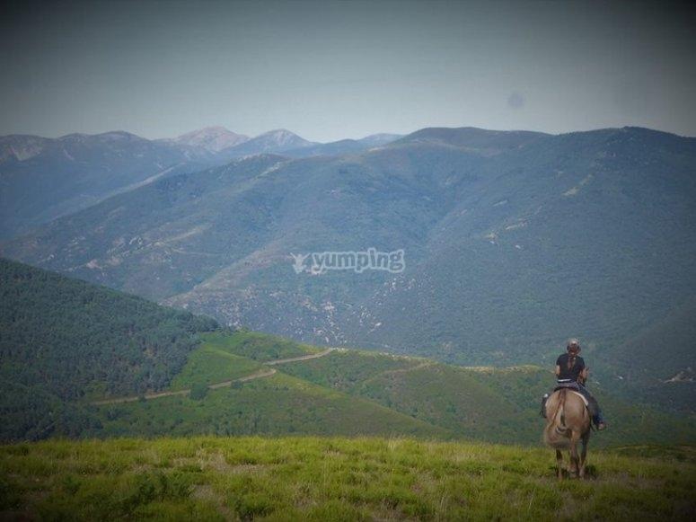 A caballo por la montaña