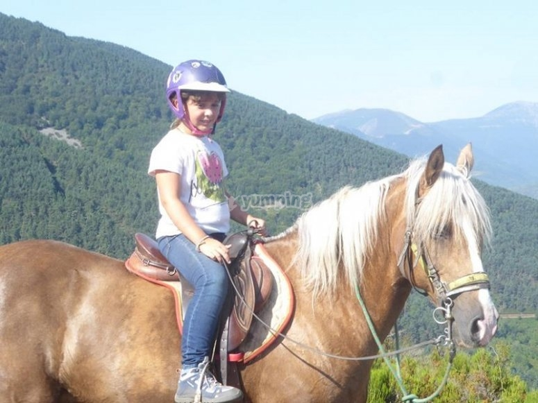 Peque paseando a caballo
