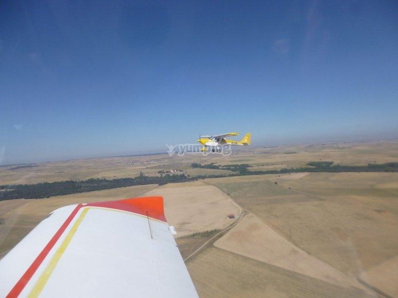 Accanto a un altro aereo