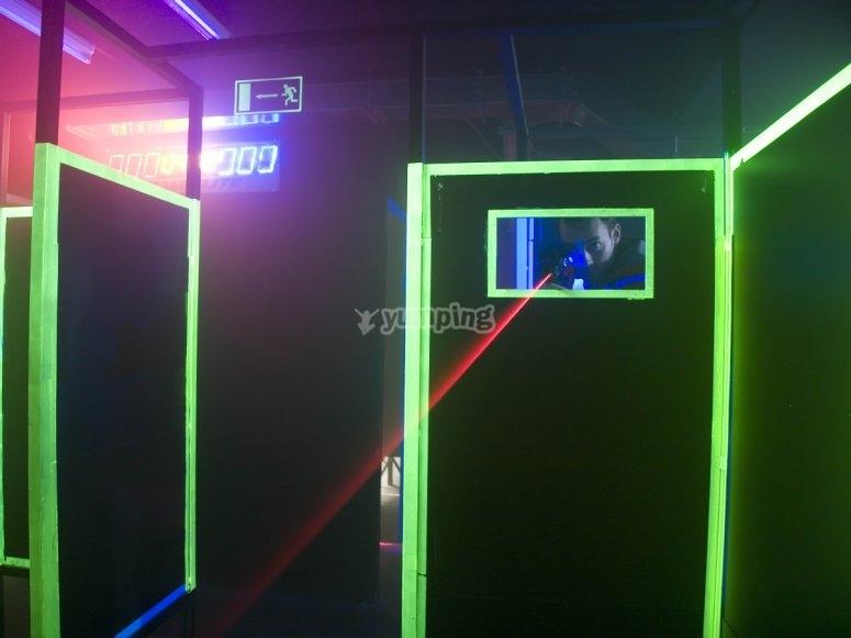 Tras la barrera en laser combat