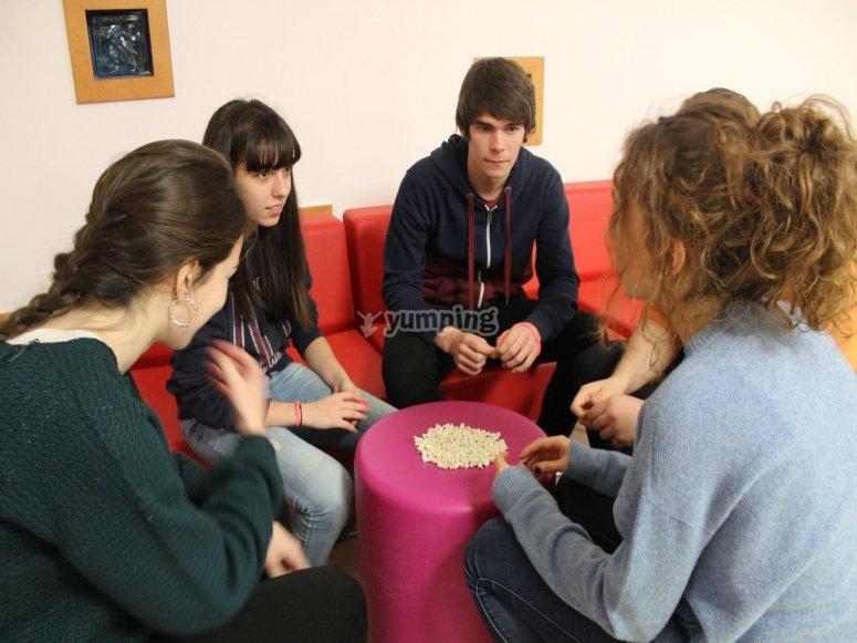 Alumnos participando en las actividades