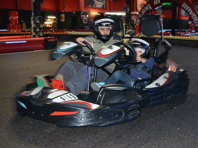 10 min 2 seater kart in Sevilla for adult and kid