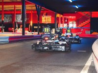 Cogiendo la curva en el karting