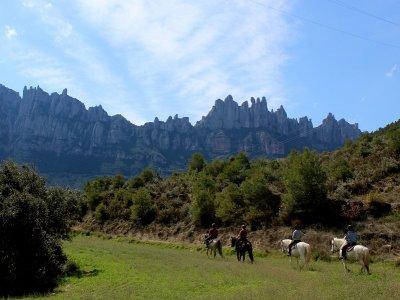 在蒙特塞拉特骑马,参观莫纳斯特里奥