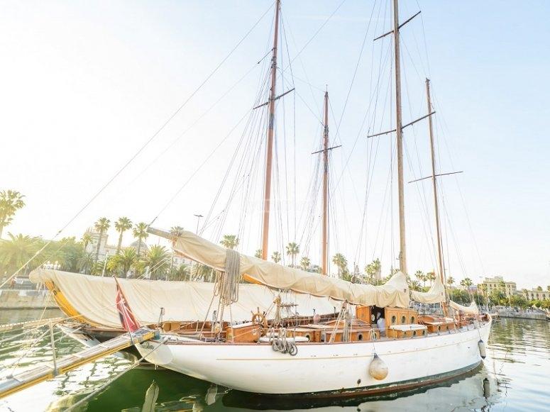 Monta en este bello velero