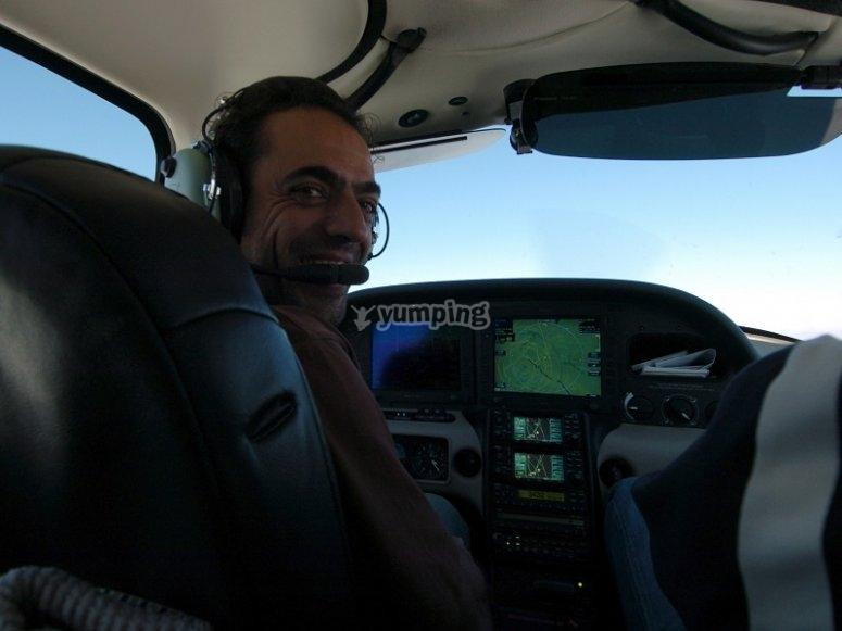 Pilotando la avioneta