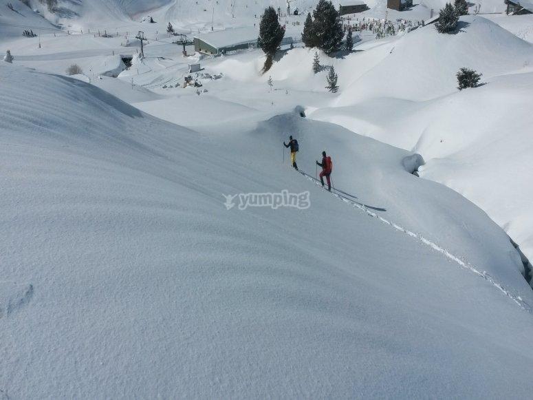 Ascendiendo con las raquetas de nieve