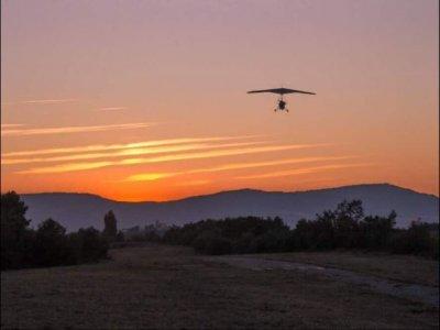 在Piedrahita附近的悬挂式滑翔机飞行15-30分钟