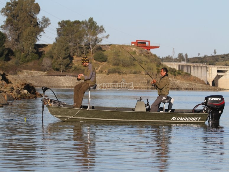 Pêche à partir d'un bateau 40 CV