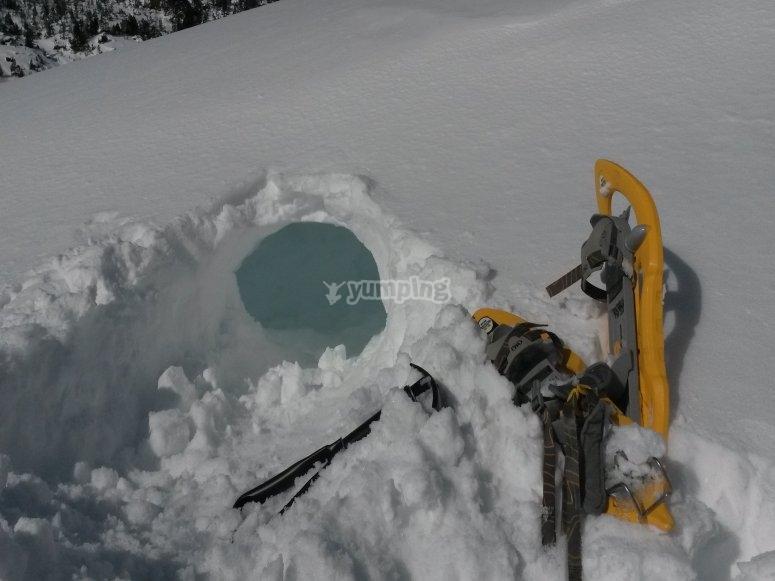 Raquetas de nieve y cuevas