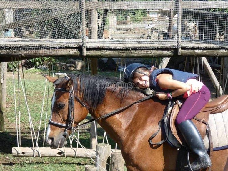 Sdraiato sul cavallo